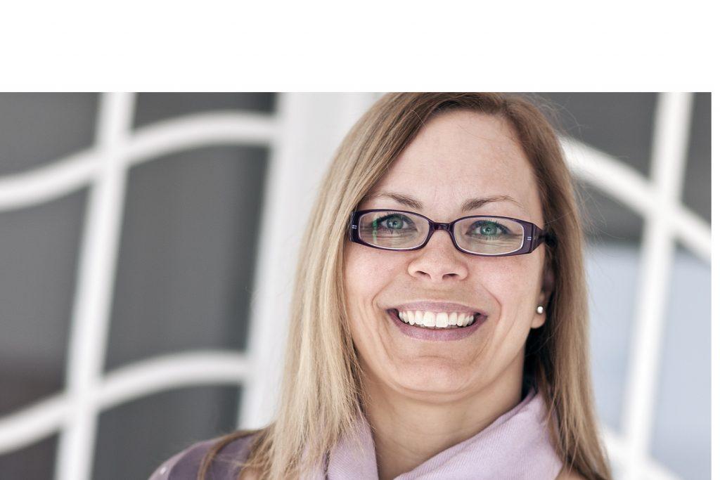 Profilbillede_Karina_hvid_overkant